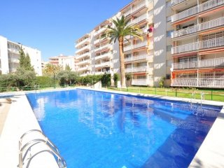 Nice 2 bedroom apartment with pool located at 500 mts. From the beach of Salou.