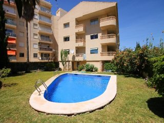 Spacious apartment a short walk away (265 m) from the 'Playa El Arenal' in Xàbia
