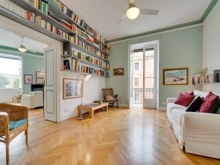 Bright and Spacious 2 Bed flat in lovely area!