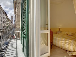 In the center of Florence with Internet, Air conditioning, Balcony, Washing mach