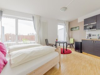 Studio apartment in the center of Hanover with Internet, Parking, Balcony, Washi