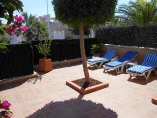 (532) Casa Allyson 2 bed apartment air-con WiFi large patio close to beach