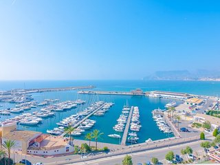 Spacious apartment a short walk away (354 m) from the 'Playa Cantal Roig' in Cal