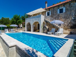 House Kocan-Four Bedroom Villa with Terrace and Swimming Pool