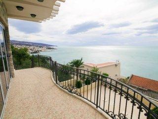 Stunning modern villa with fantastic sea views