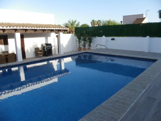 Casa con piscina apta para 8 personas situada a escasos 300 metros de la playa.