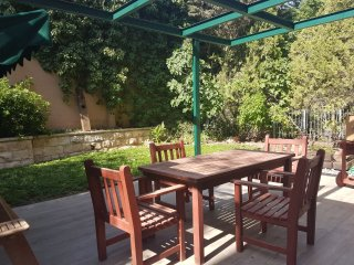 Beautifully Refurbished Garden Apartment in Ganei Katamon