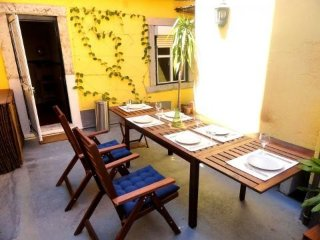 Spacious apartment in the center of Lisbon with Washing machine, Air conditionin