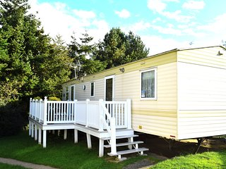 Family caravan in a friendly and well equipped holiday park of Lower Hyde