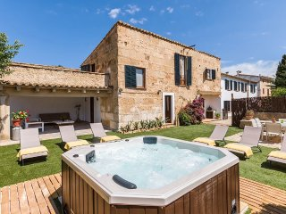 Beautiful townhouse with jacuzzi in Pollensa old town, 618