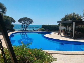 SANTA MARINELLA VILLA WITH PRIVATE SEA WATER POOL (1003)