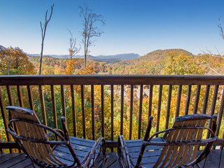 Awesome Views, 1-Mile Dollywood 2-pools,Hottub,Jacuzzi, ~ RA65255