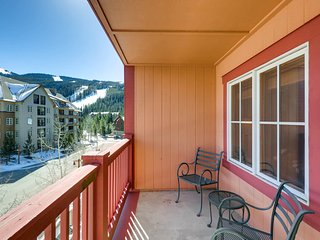 1 Bedroom, Walk to the slopes! Great views, Kids Ski free! ~ RA143811