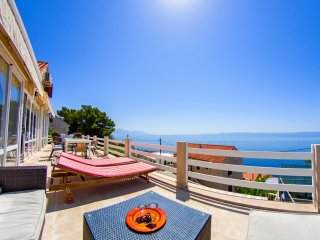 -20% OFFER! Vast house for up to 27 people, 40 meters from sea