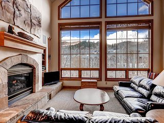 4 Bedroom Ski-in/Ski-out Condo At Oxford Court, Sleeps 10! ~ RA134198