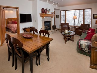 Spacious 2 Br Condo in Arrowhead Village, Steps from Slopes! ~ RA140634
