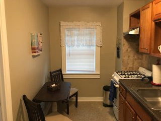 CHARMING ONE-BEDROOM EFFICIENCY APARTMENT IN THE HEART OF EAST MARION