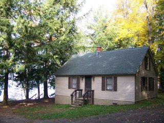 Eagle Nest Cottage On Lac Vieux Desert Lake ~ RA137075