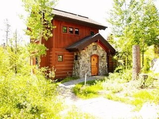 Beautiful Ski-In/Ski-Out 2 Bedroom Cottage has Private Hot ~ RA144968