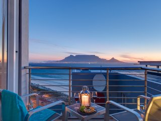 Luxurious 6 Sleeper Penthouse in Bloubergstrand ~ RA153873