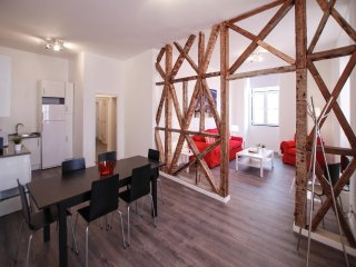 Spacious apartment in the center of Lisbon with Internet, Washing machine, Balco