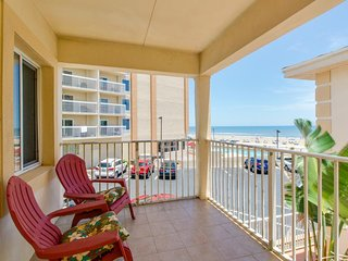 Elegant condo w/ corner ocean view, dog-friendly - walk to beach!