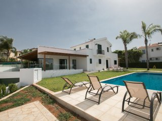 Riann 3 Bed Villa with private pool and sea views. Sleeps 8
