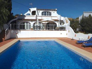 Cozy villa a short walk away (382 m) from the 'Cala Les Bassetes' in Calp with I