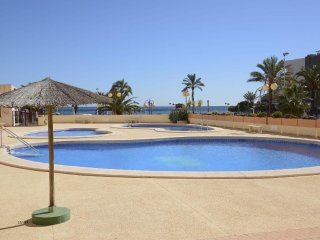 Spacious apartment a short walk away (443 m) from the 'Playa Cantal Roig' in Cal