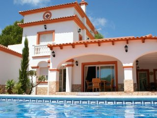 Cozy villa close to the center of Calp with Internet, Washing machine, Pool, Bal