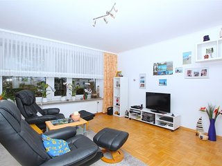 Spacious apartment very close to the centre of Hemmingen with Parking, Internet,
