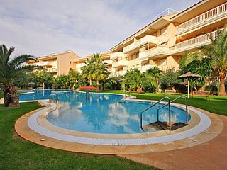 Spacious apartment a short walk away (354 m) from the 'Playa del Ministre' in Xa