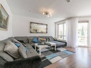 Spacious apartment in the center of Laatzen with Parking, Internet, Washing mach