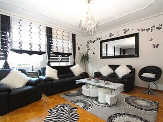 Spacious apartment close to the center of Sarstedt with Parking, Internet, Balco