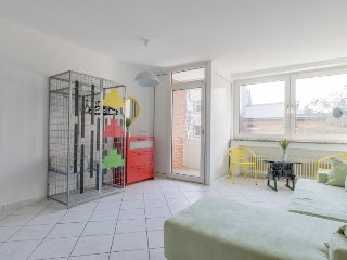 Studio apartment 587 m from the center of Hanover with Internet, Balcony, Washin