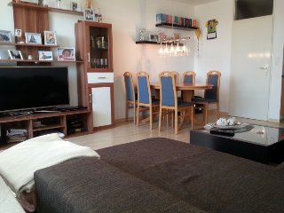 Spacious apartment in the center of Laatzen with Parking, Internet, Balcony