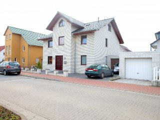 Cozy apartment in Laatzen with Parking, Internet