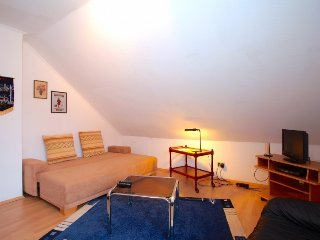 Cosy studio in the center of Laatzen with Parking, Internet