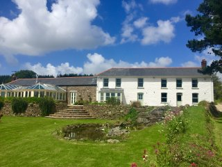 Tregoninny Farmhouse - Large countryside accommodation sleeping up to 23