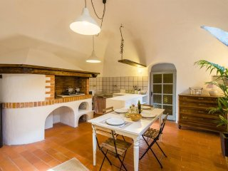 Apartment in the center of Zuccarello with Washing machine (515232)