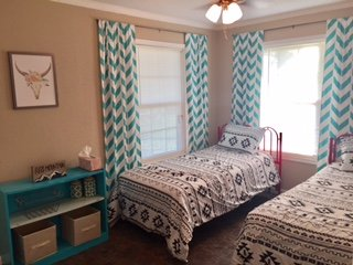 Quiet rural setting- 15 mins from Waco- Entire House, holiday rental in Lorena