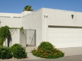 2 Bedroom Townhouse With Garage