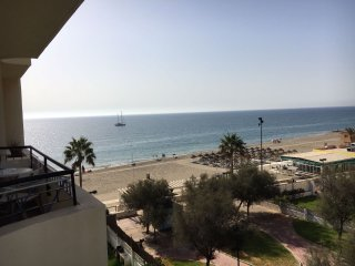 Nice apt with pool access, sea view