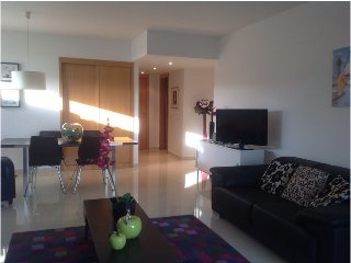 Luxurious frontline apartment, Lagos Marina with shared pool, sleeps 4