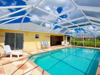 Villa Erika - Nice Pool Home on Canal
