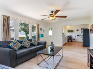 LAD64 - Charming Two Bedroom/One Bathroom Home In West Hollywood