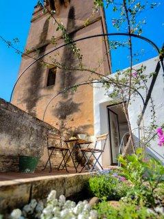 Terraza junto a los Jardines del Real Alcázar, Barrio Santa Cruz