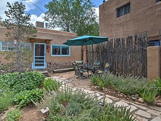 Cozy Cottage w/ Courtyard - Mins to Santa Fe Plaza