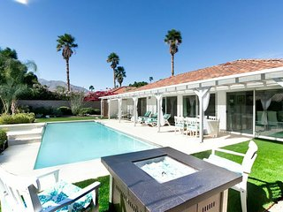 Stylish Palm Springs Paradise w. Saltwater Pool and Views - sleeps 9