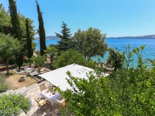 Secret Garden Barada Beach Apartment